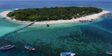 far view of Gili Labak